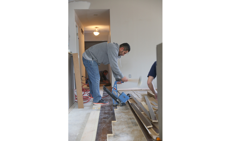 nwfa and members install flooring for latest smart home 2016 02 01